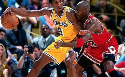 Basketball: Kobe smashes