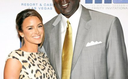 Michael Jordan s Wife Gives